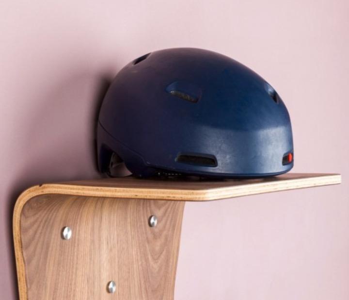 Helm liegt auf Gren