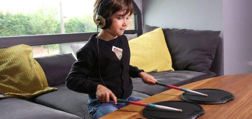 Kind spielt mit Senspad 520x245