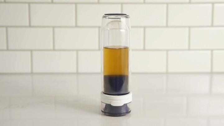 Mosi Tea kopf%C3%BCber beim Aufbr%C3%BChen