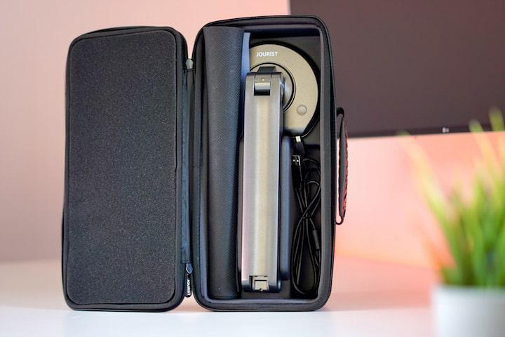 Transport Case mit DC80 Scanner vor einer Pflanze auf einem Tisch