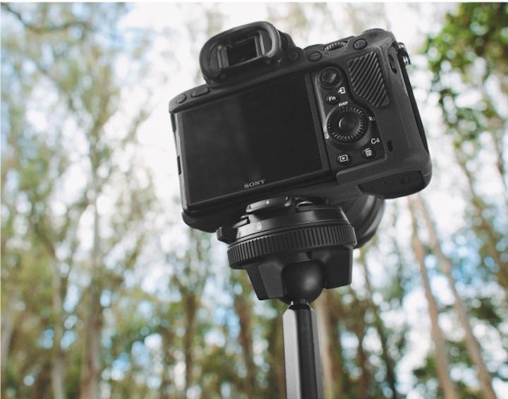 Kamera auf Reisestativ von Peak Design