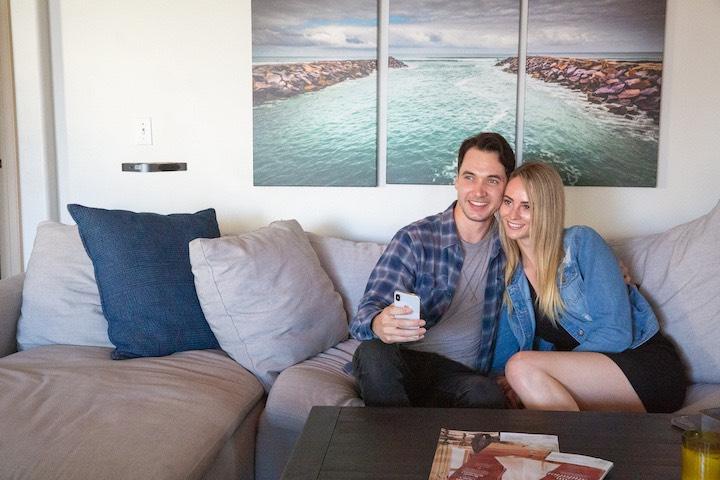 Paar macht Selfie mit AIR PIX
