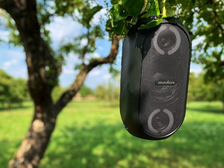 Anker Soundcore Rave Mini Baum Wiese