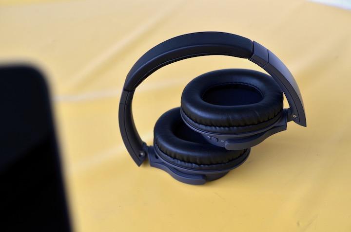 Audio Technica ATH SR30BT auf Tisch
