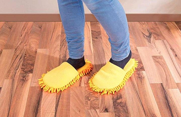 Infactory Putzpantoffeln Beine Boden