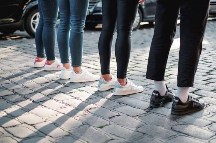 Beine Kopfsteinpflaster Paprcuts Sneaker Reifen