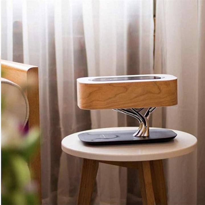 Nourich Nachttischlampe Lautsprecher und Laden auf Tisch