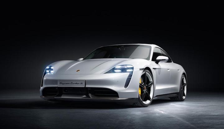 Porsche Taycan Turbo S in wei%C3%9F