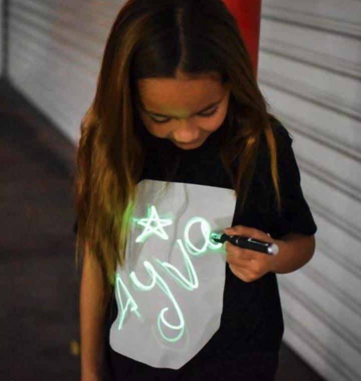 Illuminated Apparel Interaktives T Shirt Kind