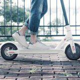 Mi Elektro Scooter bei der Fahrt 160x160
