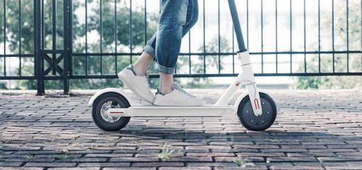 Mi Elektro Scooter bei der Fahrt 520x245