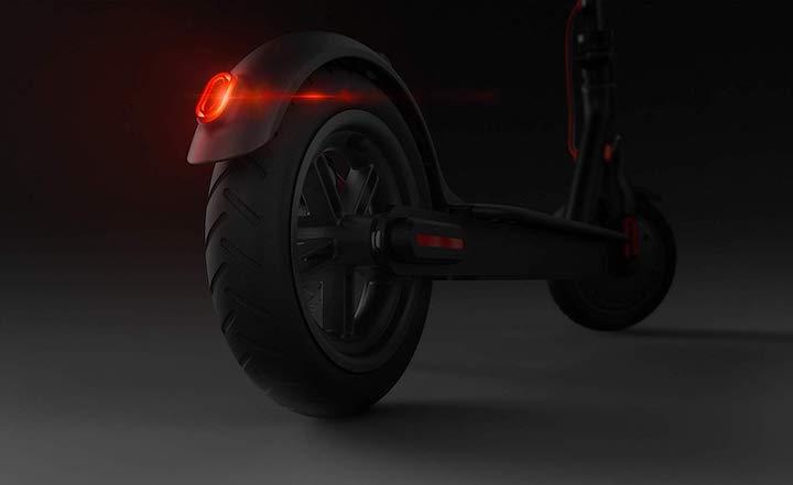 Mi Elektro Scooter von hinten mit R%C3%BCcklicht