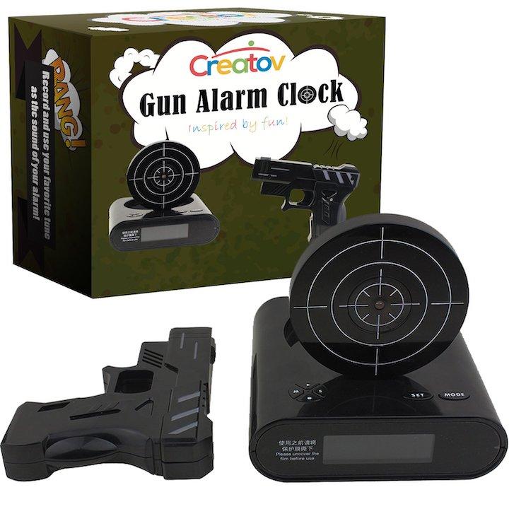 Wecker mit Pistole und Zielscheibe