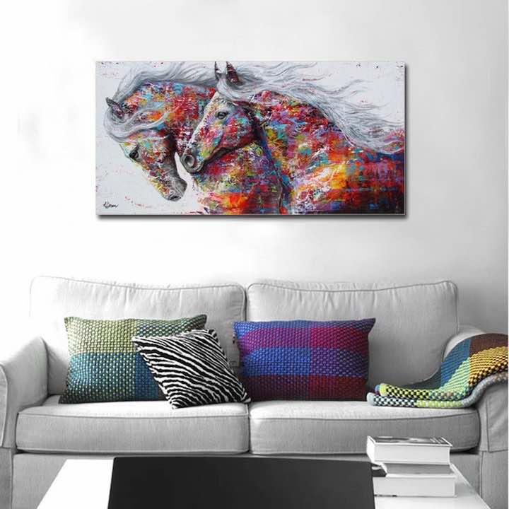 Abstraktes Pferdebild %C3%BCber Sofa