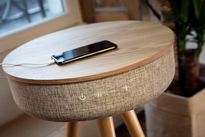 Victrola Couchtisch Hocker iPhone Kabel