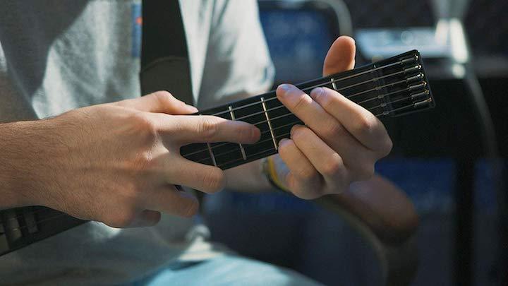Clevere Gitarre wird gespielt