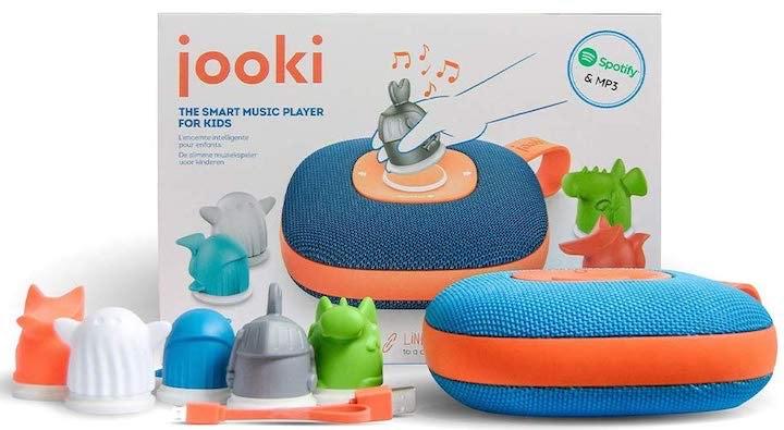 Jooki mit Figuren und Verpackung
