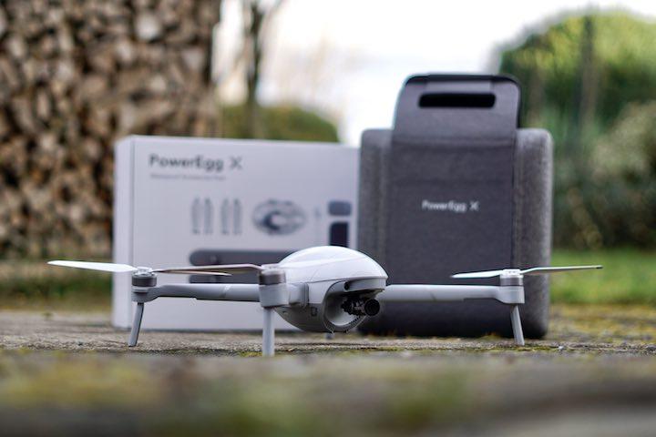 PowerEgg X Drohne mit Verpackung im Freien