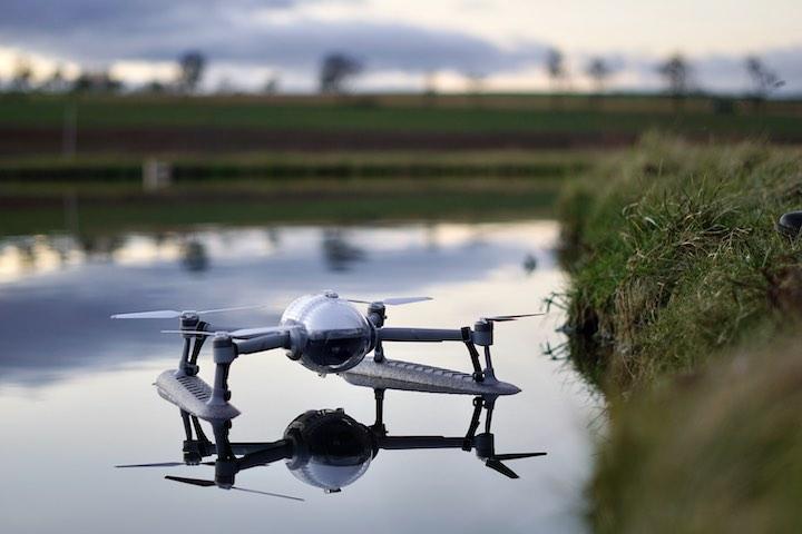 PowerVision Drohne schwimmt im Wasser