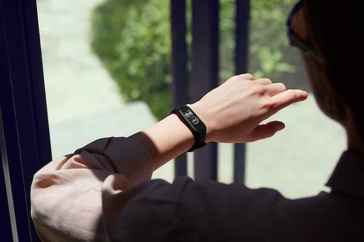 Xiaomi Mi Band 4 am Handgelenk