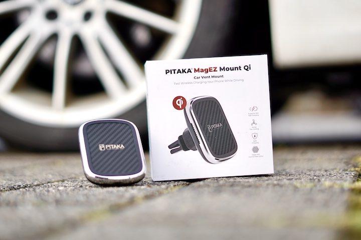 Pitaka KFZ Smartphone Halterung steht auf Fu%C3%9Fboden vor Auto Reifen
