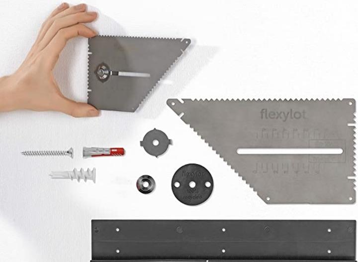 flexilot Pro Bildaufhaenger in einer Hand und Lieferumfang