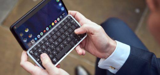 Hände halten Slide Smartphone in der Hand 520x245