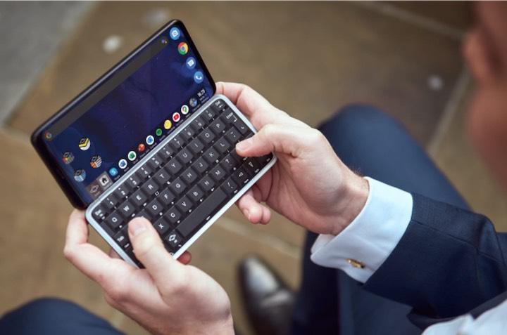 H%C3%A4nde halten Slide Smartphone in der Hand