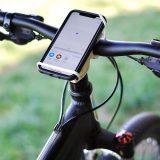 Handy an Fahrradlenker mit baiki befestigt