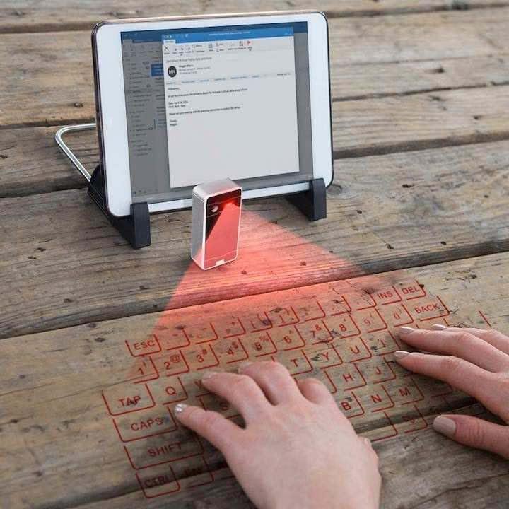 Laser Tastatur im Einsatz mit Tablet