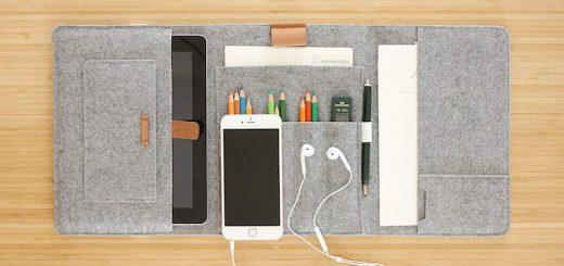 Stifteetui von LuckySign liegt mit Stiften und Smartphone auf Tisch 520x245