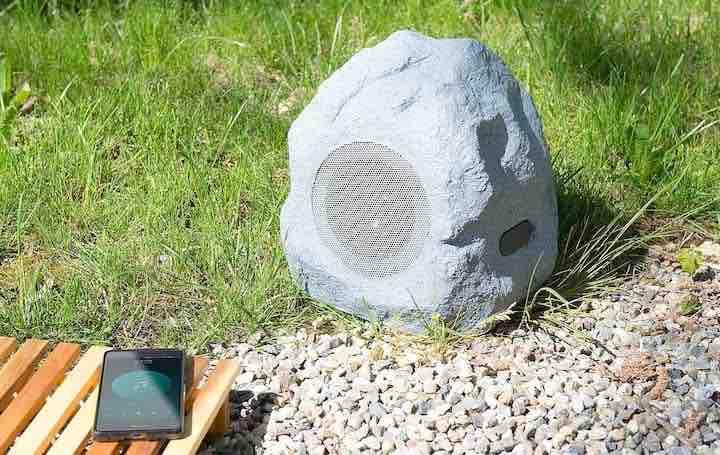 unscheinbar lautsprecher garten stein