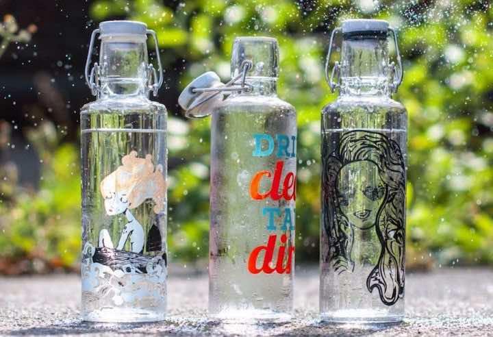 Drei Glasflaschen