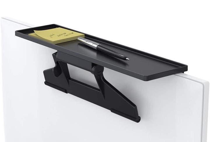 Tate Guard Monitorablage mit einem Stift und Notizblock