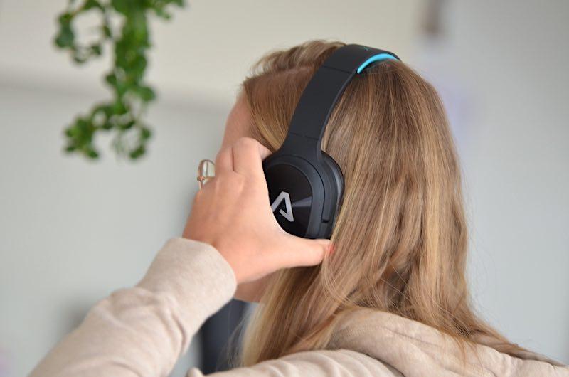 LAMAX Bluetooth Kopfhoerer aufsetzen