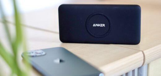 PowerCore Wireless 10K Powerbank steht vor einem iPhone 11 Pro 520x245