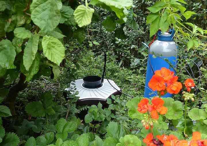 Biogents BG Mosquitaire CO2 Mueckenfalle im Garten