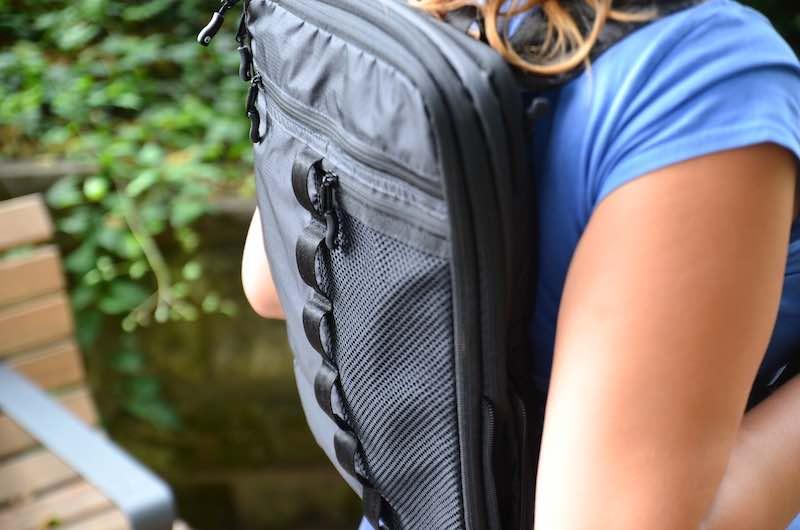 Packtasche als Rucksack umfunktioniert
