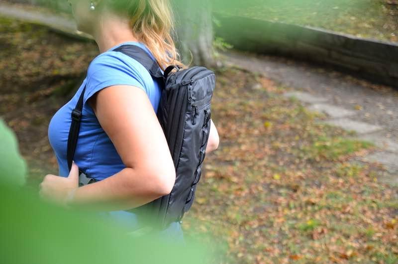 Packwuerfel als Rucksack getragen
