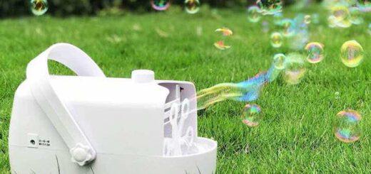 Seifenblasenmaschine iTeknic auf dem Rasen
