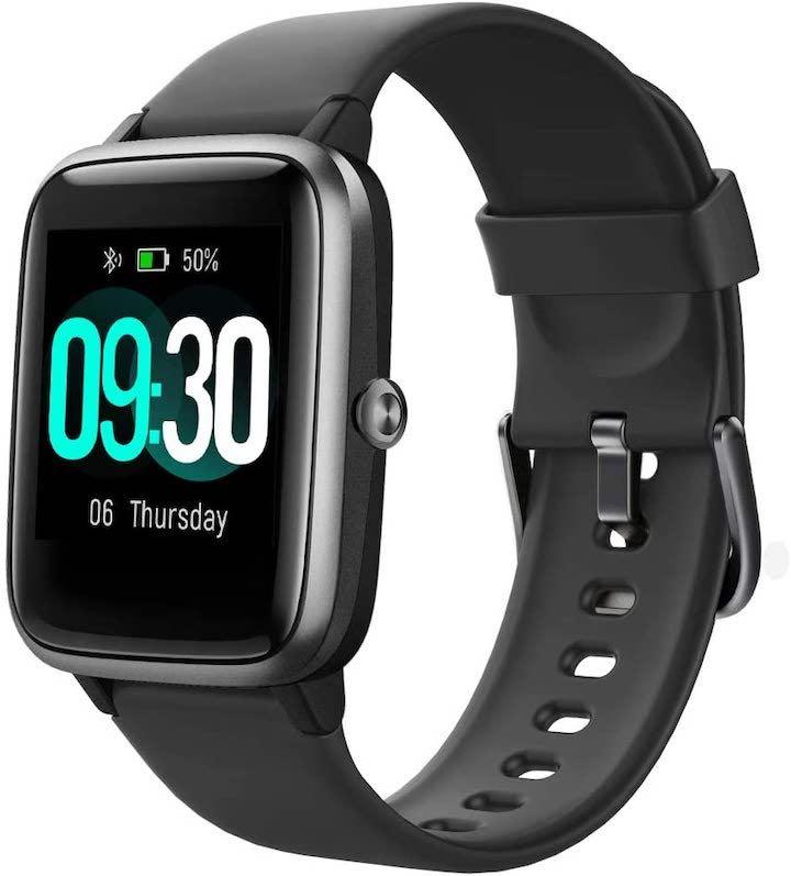 schwarze Willful Smartwatch freigestellt