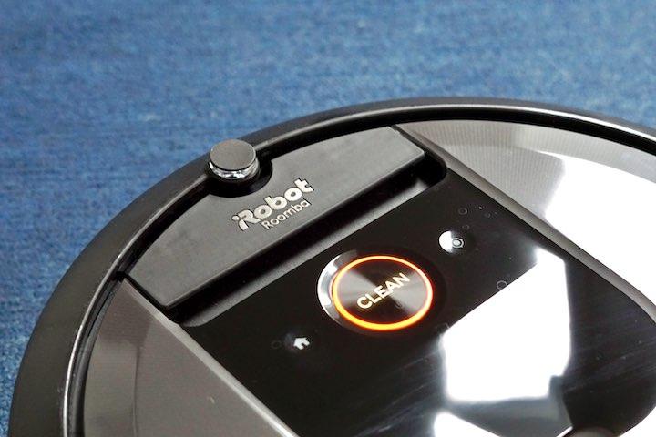 Bedienelemente eines Roomba Staubsaugers