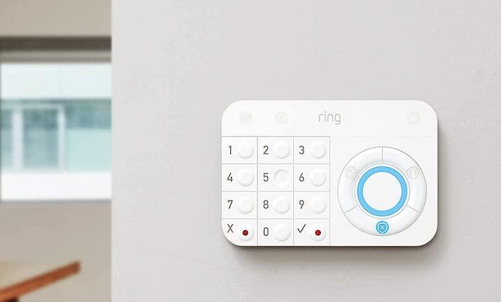 Ring Alarm mit Tastenfeld an der Wand