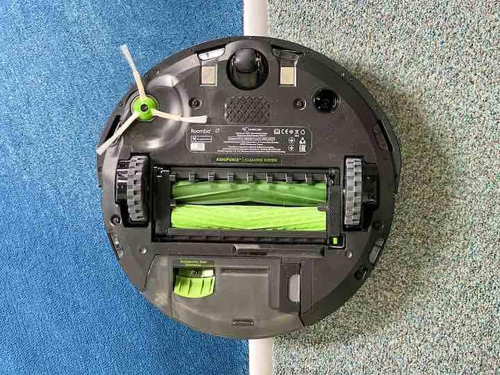 iRobot Roomba i7 Saugroboter Unterseite