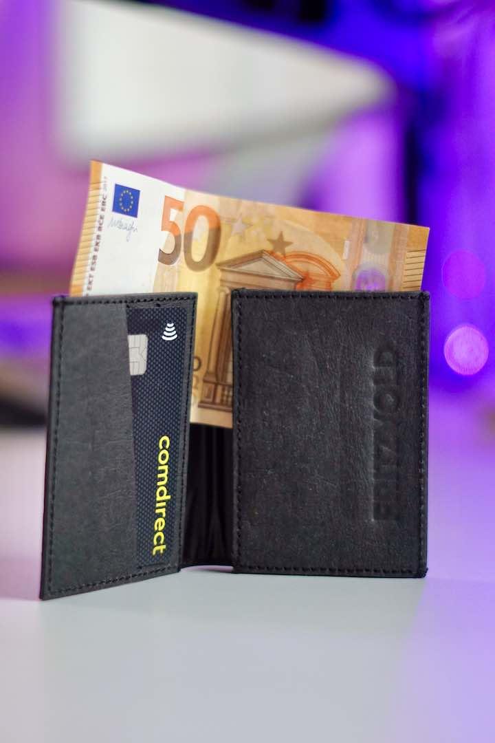 50 Euro Schein steckt in einem Geldbeutel
