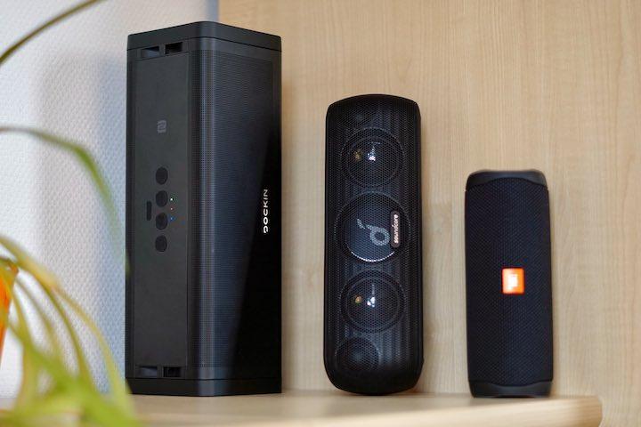 Bluetooth Boxen stehen nebeneinander