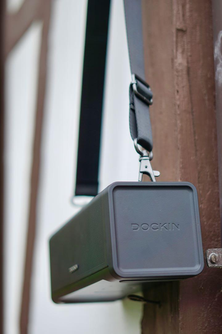 Dockin Box haengt an einer Wand
