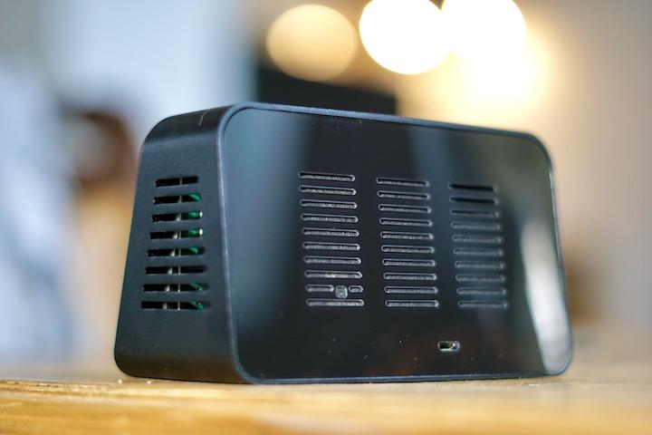 Schwarzer Plastik Kasten mit Micro USB Anschluss