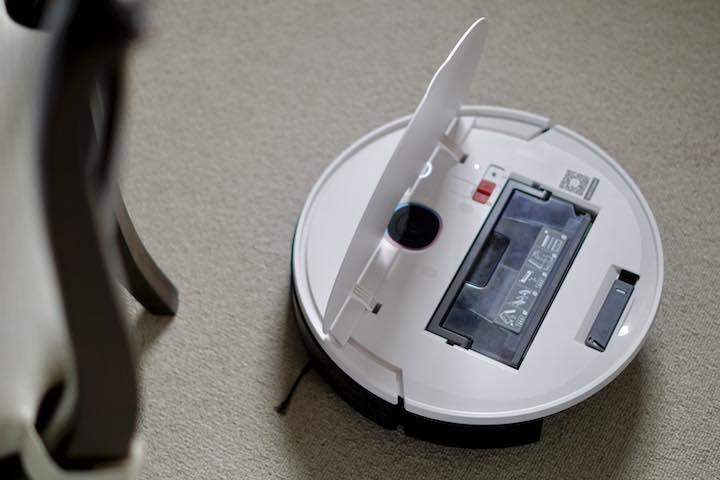 Deckel von Yeedi Roboter ist geoeffnet