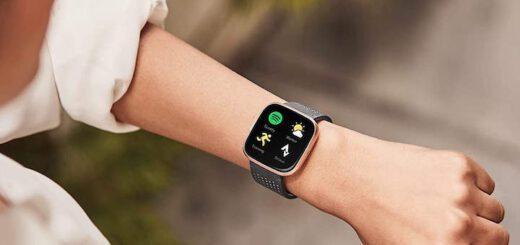 Fitbit versa 2 am Handgelenk einer Frau 520x245